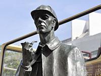 Памятник Шерлоку Холмсу поставили ровно 10 лет назад в Лондоне на выходе из метро.