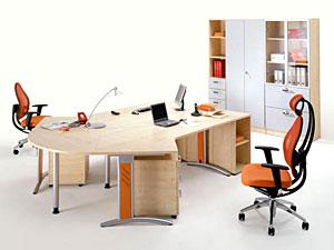 Лучший вариант - мебель, имитирующая положение «сползающего человека».