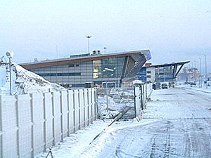 """Строящиеся терминалы порта """"Морской фасад"""" под снегом."""