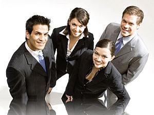 Компании заказывают корпоративные программы обучения для среднего менеджмента как резерв на повышение и реже для топ-менеджмента.