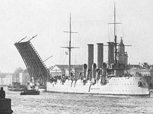 """В этот день спущен на воду крейсер """"Аврора""""."""